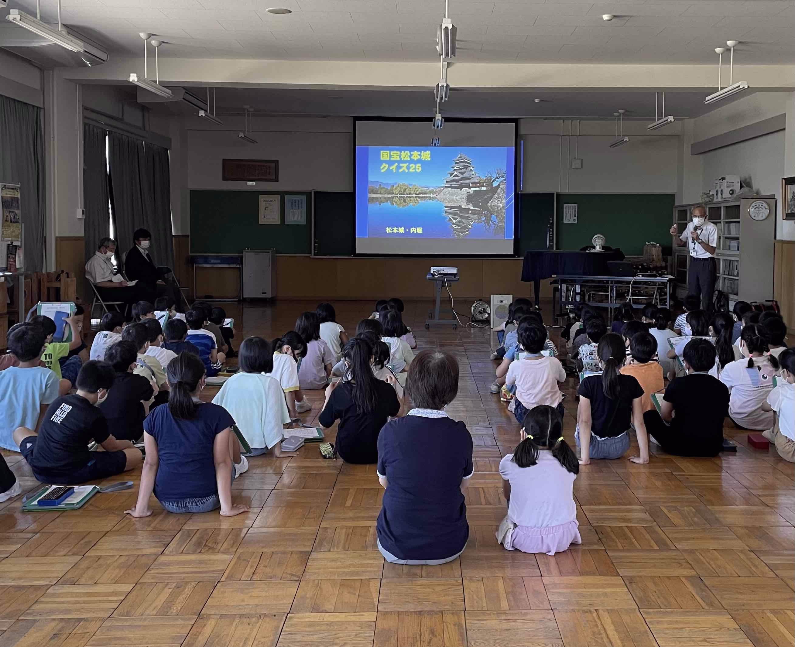 鎌田小学校で松本城検定クイズを行いました